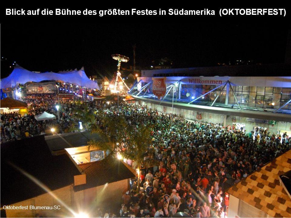 Blick auf die Bühne des größten Festes in Südamerika (OKTOBERFEST)