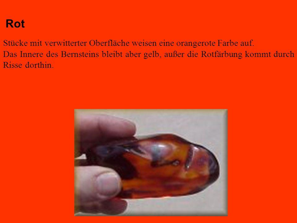 Stücke mit verwitterter Oberfläche weisen eine orangerote Farbe auf.