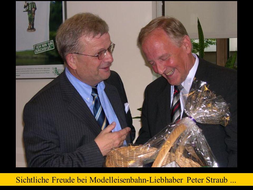 Sichtliche Freude bei Modelleisenbahn-Liebhaber Peter Straub ...