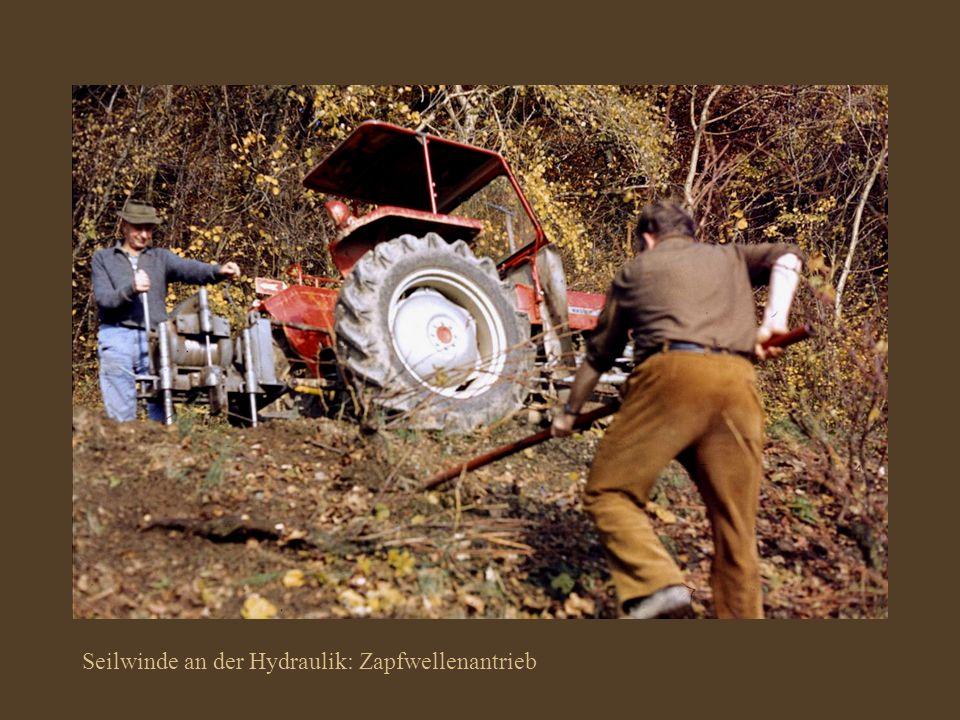 Seilwinde an der Hydraulik: Zapfwellenantrieb