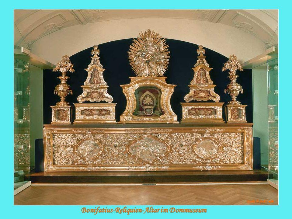 Bonifatius-Reliquien-Altar im Dommuseum