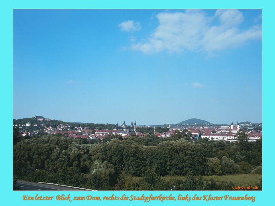 Quelle: © Stadt Fulda Ein letzter Blick zum Dom, rechts die Stadtpfarrkirche, links das Kloster Frauenberg.