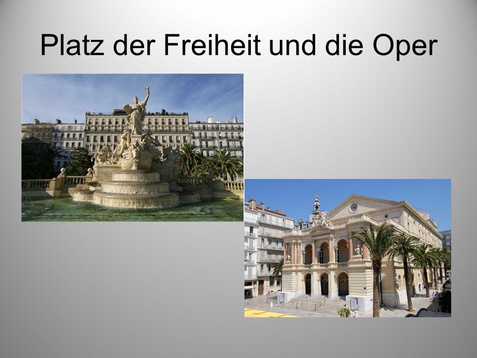Platz der Freiheit und die Oper
