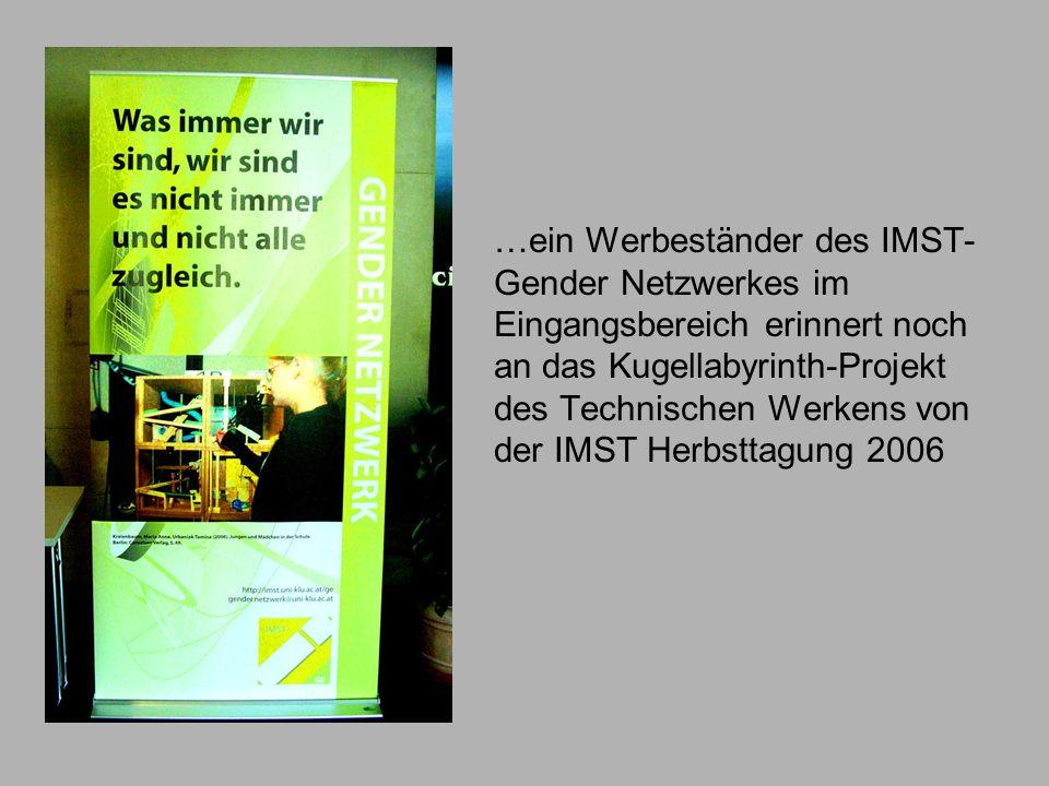 …ein Werbeständer des IMST-Gender Netzwerkes im Eingangsbereich erinnert noch an das Kugellabyrinth-Projekt des Technischen Werkens von der IMST Herbsttagung 2006