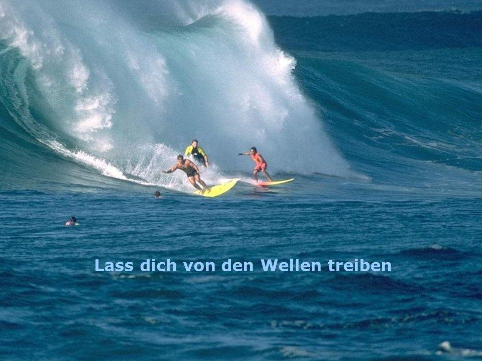 Lass dich von den Wellen treiben