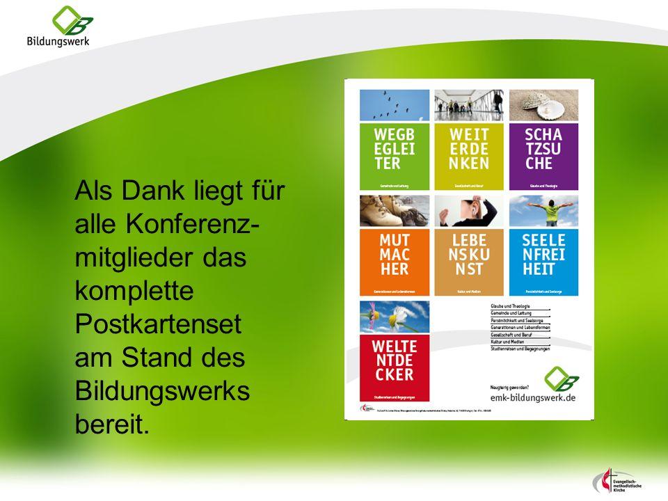 Als Dank liegt für alle Konferenz-mitglieder das komplette Postkartenset am Stand des Bildungswerks bereit.
