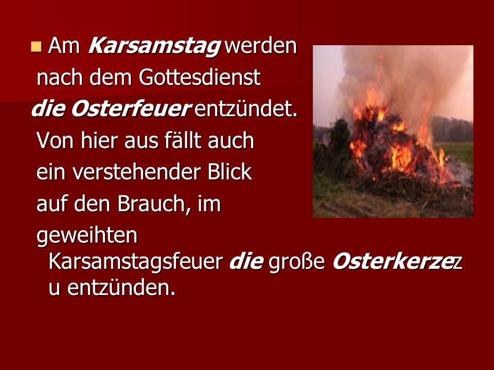Am Karsamstag werden nach dem Gottesdienst. die Osterfeuer entzündet. Von hier aus fällt auch. ein verstehender Blick.