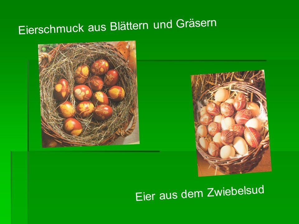 Eierschmuck aus Blättern und Gräsern