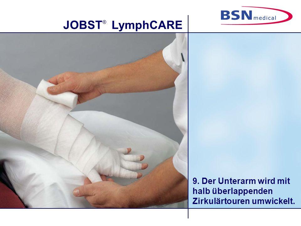 9. Der Unterarm wird mit halb überlappenden Zirkulärtouren umwickelt.