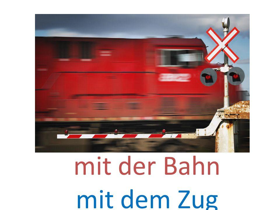 mit der Bahn mit dem Zug