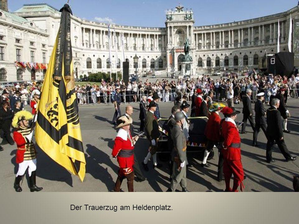 Der Trauerzug am Heldenplatz.