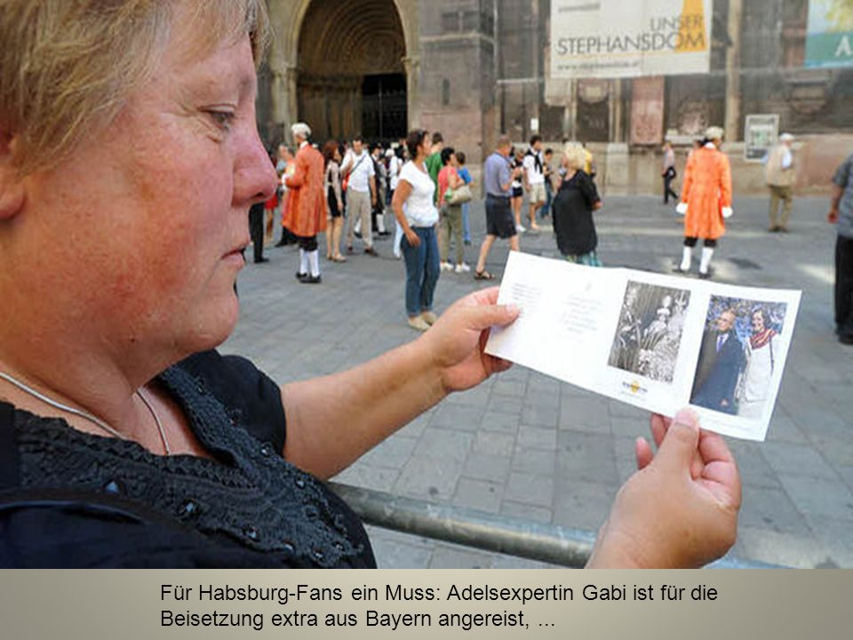 Für Habsburg-Fans ein Muss: Adelsexpertin Gabi ist für die Beisetzung extra aus Bayern angereist, ...