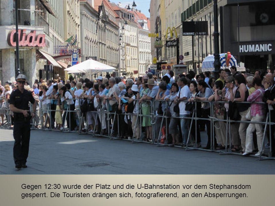 Gegen 12:30 wurde der Platz und die U-Bahnstation vor dem Stephansdom gesperrt.
