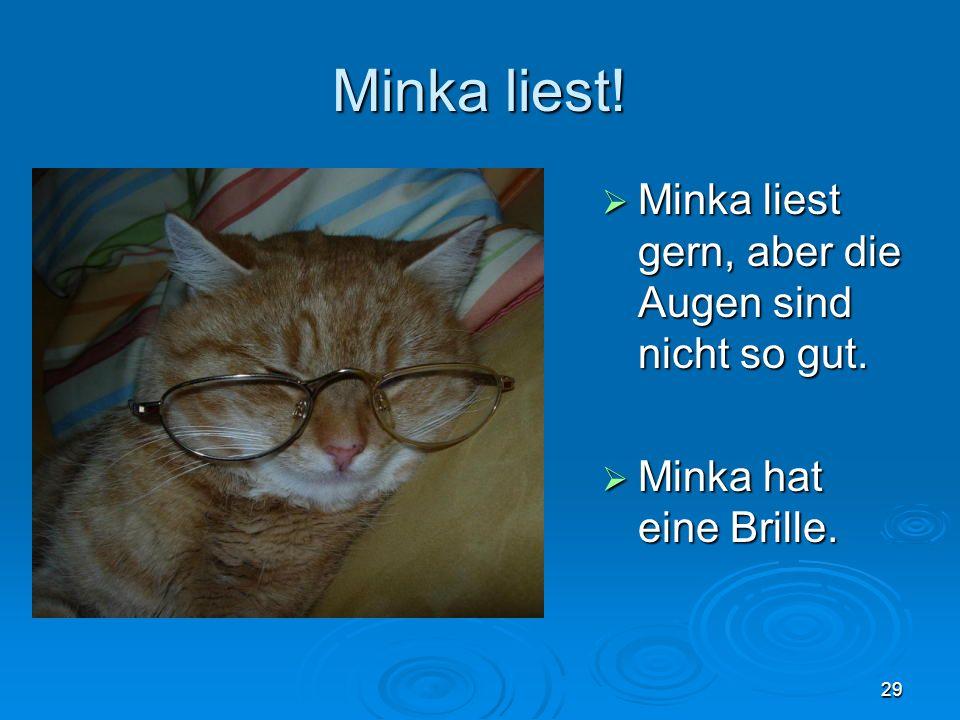 Minka liest! Minka liest gern, aber die Augen sind nicht so gut.