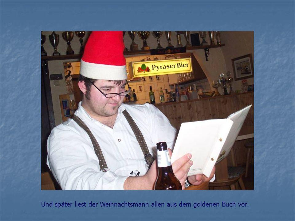 Und später liest der Weihnachtsmann allen aus dem goldenen Buch vor..