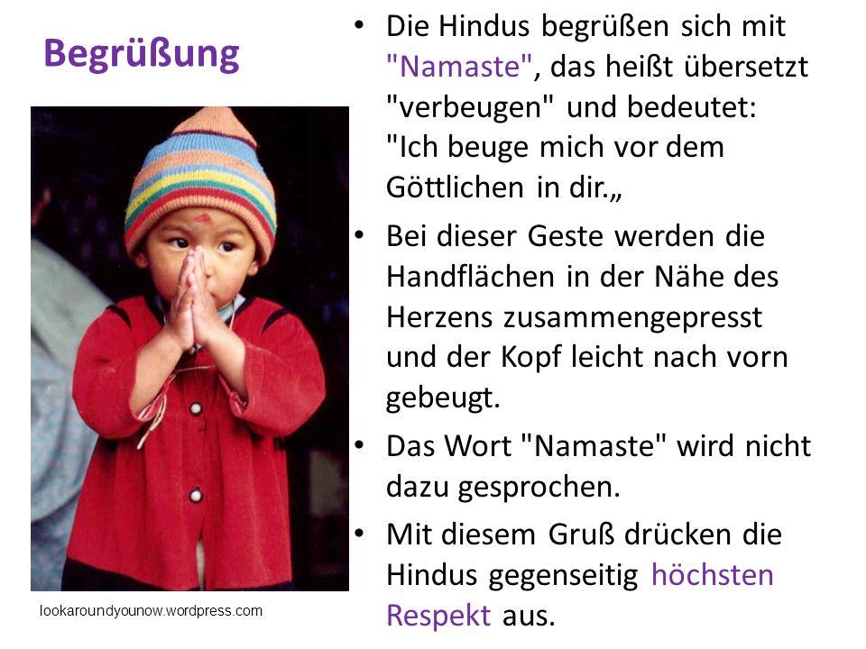 """Begrüßung Die Hindus begrüßen sich mit Namaste , das heißt übersetzt verbeugen und bedeutet: Ich beuge mich vor dem Göttlichen in dir."""""""