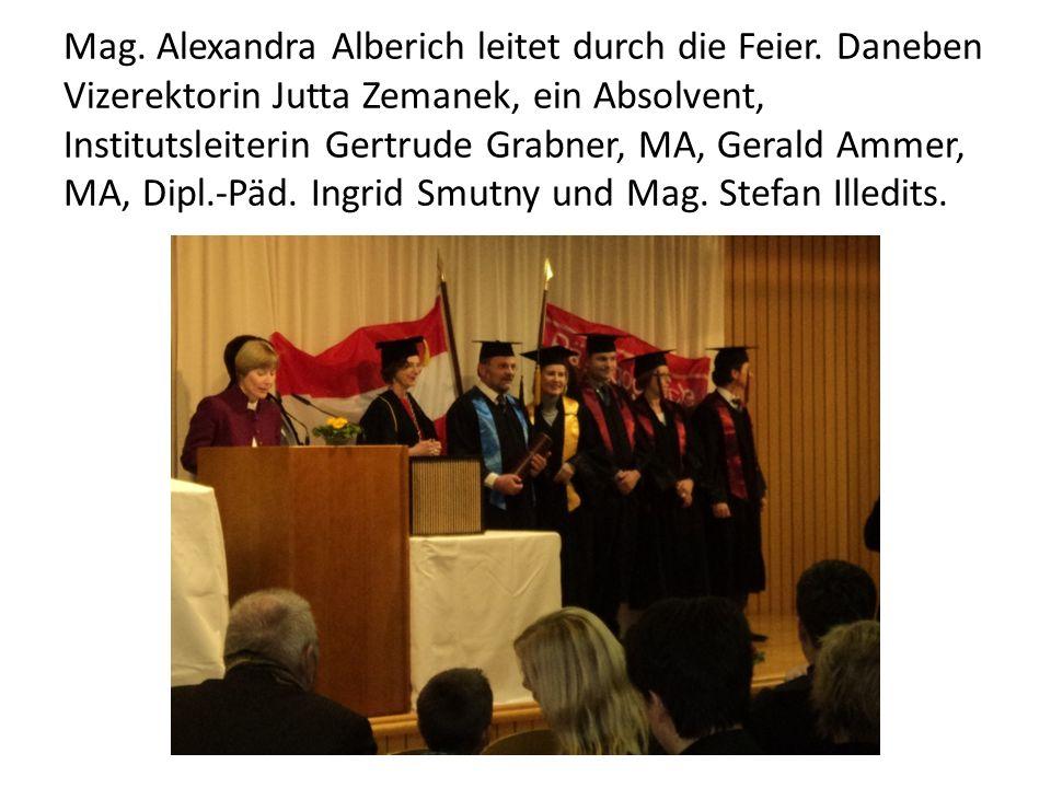 Mag. Alexandra Alberich leitet durch die Feier