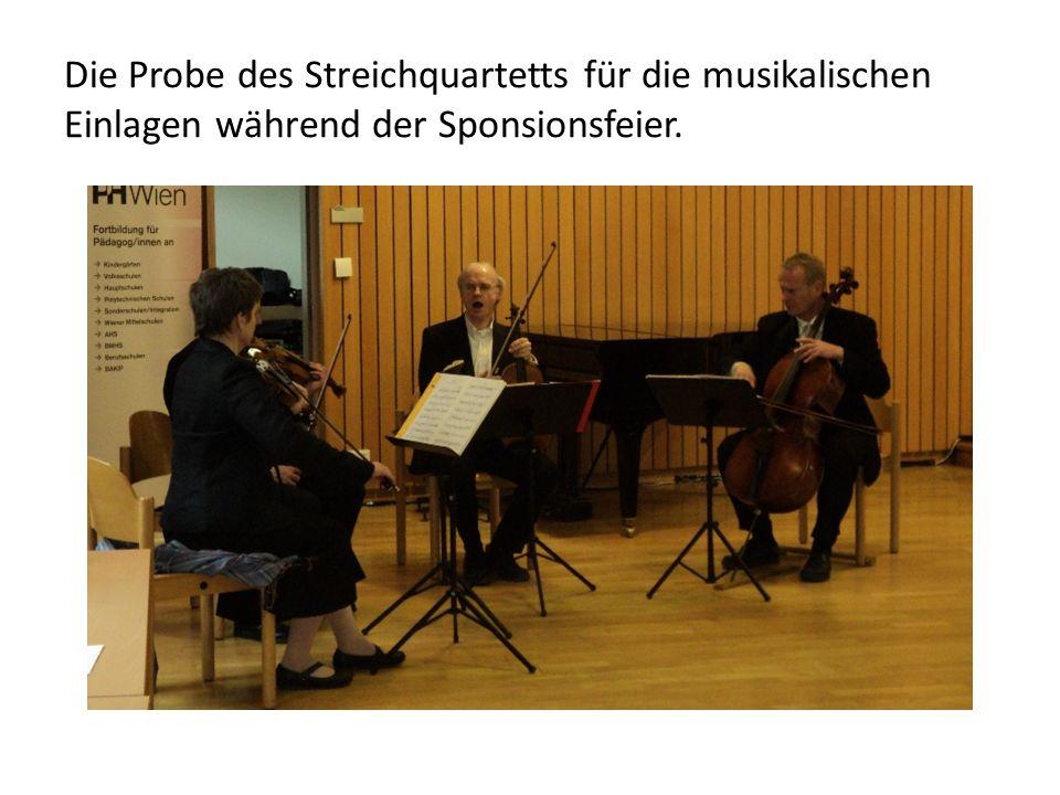 Die Probe des Streichquartetts für die musikalischen Einlagen während der Sponsionsfeier.
