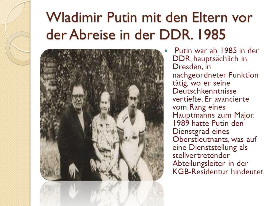 Wladimir Putin mit den Eltern vor der Abreise in der DDR. 1985