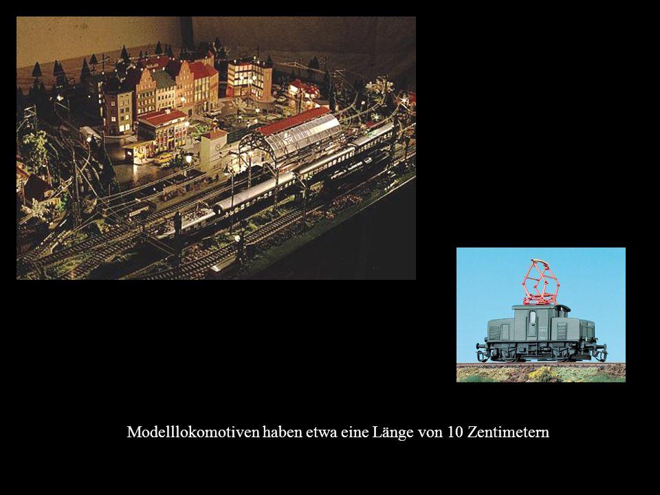 Modelllokomotiven haben etwa eine Länge von 10 Zentimetern