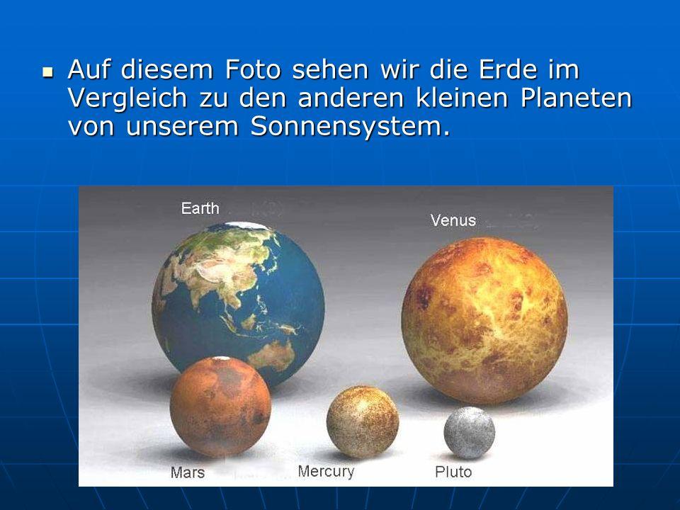 Auf diesem Foto sehen wir die Erde im Vergleich zu den anderen kleinen Planeten von unserem Sonnensystem.