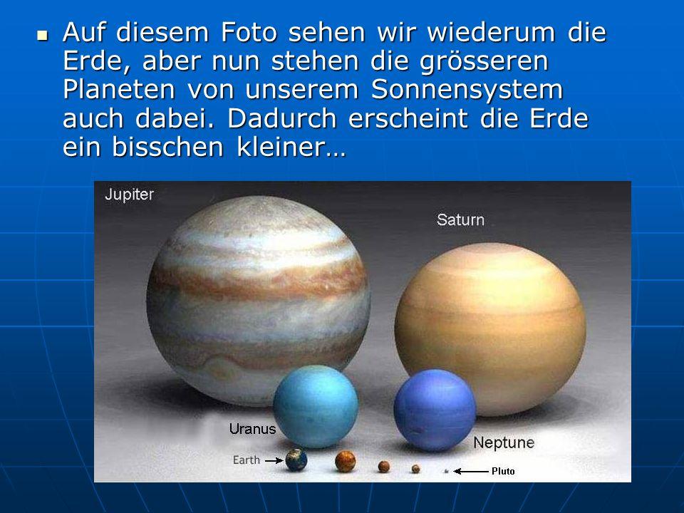 Auf diesem Foto sehen wir wiederum die Erde, aber nun stehen die grösseren Planeten von unserem Sonnensystem auch dabei.