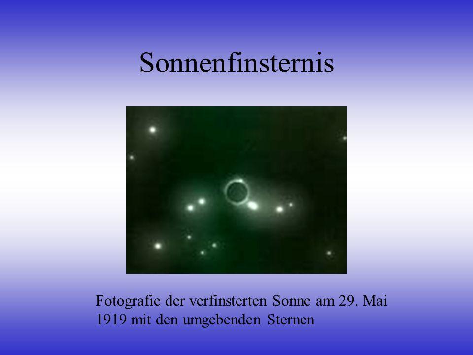 Sonnenfinsternis Fotografie der verfinsterten Sonne am 29. Mai 1919 mit den umgebenden Sternen