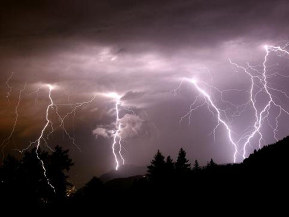 Gewitter Blitz (elektrische Entladung) und Donner