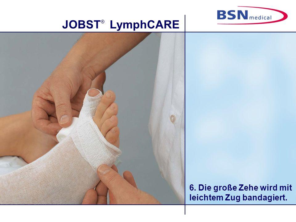 6. Die große Zehe wird mit leichtem Zug bandagiert.