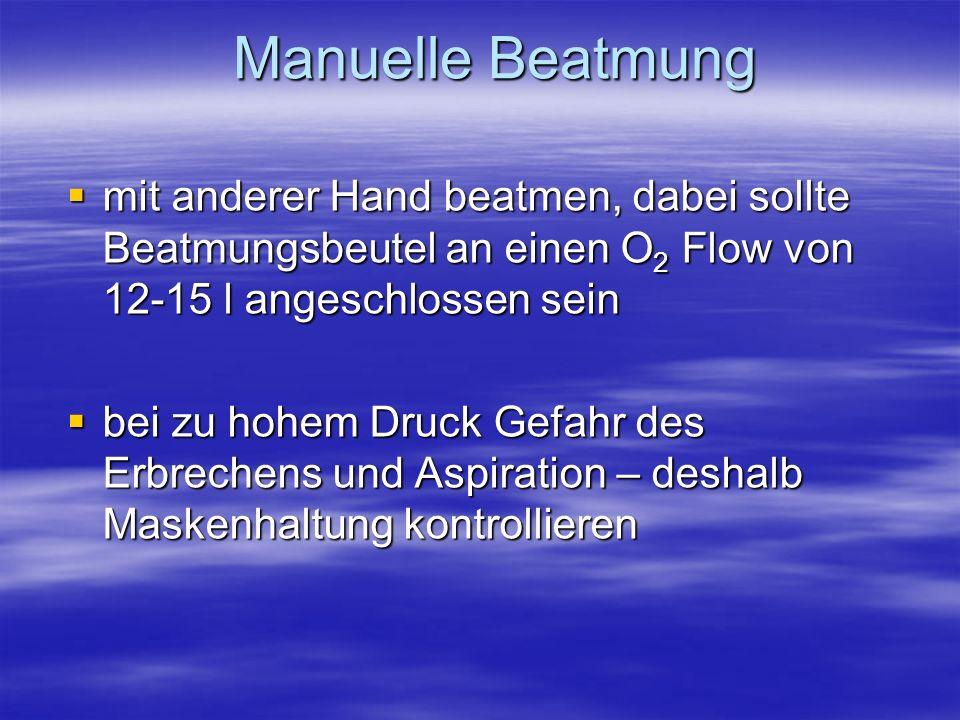 Manuelle Beatmung mit anderer Hand beatmen, dabei sollte Beatmungsbeutel an einen O2 Flow von 12-15 l angeschlossen sein.