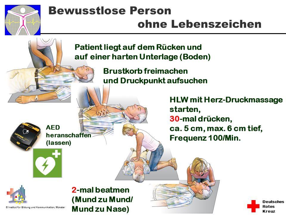 Bewusstlose Person ohne Lebenszeichen Patient liegt auf dem Rücken und