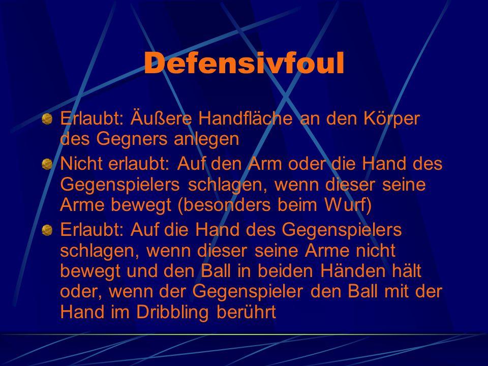 Defensivfoul Erlaubt: Äußere Handfläche an den Körper des Gegners anlegen.