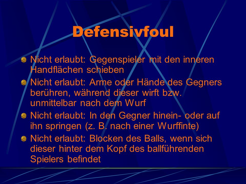 Defensivfoul Nicht erlaubt: Gegenspieler mit den inneren Handflächen schieben.