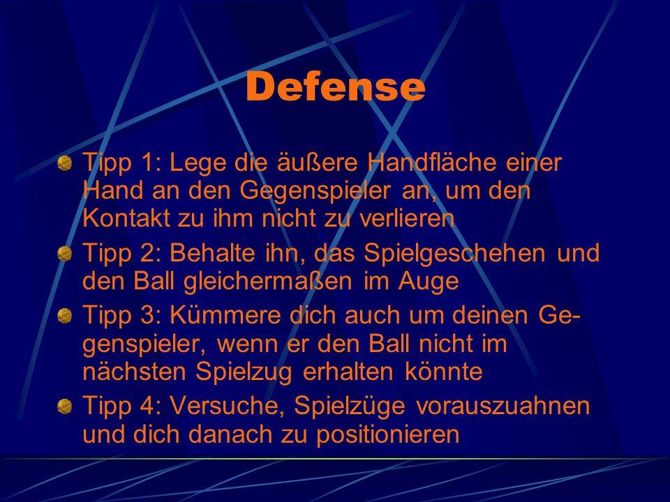 Defense Tipp 1: Lege die äußere Handfläche einer Hand an den Gegenspieler an, um den Kontakt zu ihm nicht zu verlieren.