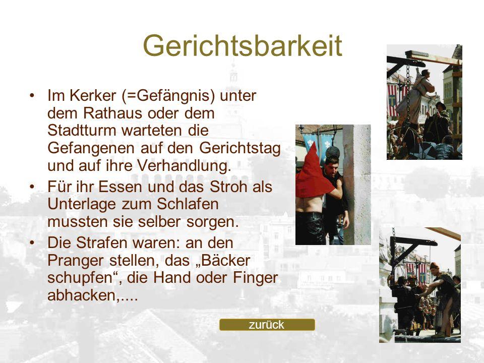 Gerichtsbarkeit Im Kerker (=Gefängnis) unter dem Rathaus oder dem Stadtturm warteten die Gefangenen auf den Gerichtstag und auf ihre Verhandlung.