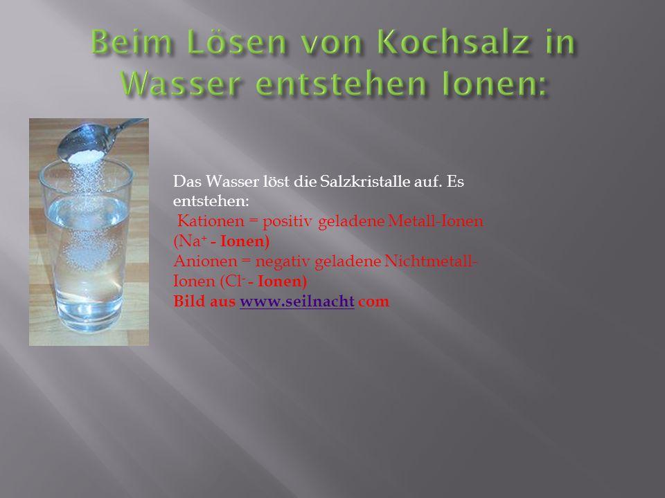 Beim Lösen von Kochsalz in Wasser entstehen Ionen: