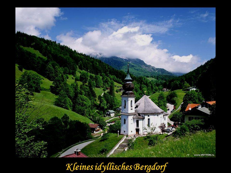 Kleines idyllisches Bergdorf