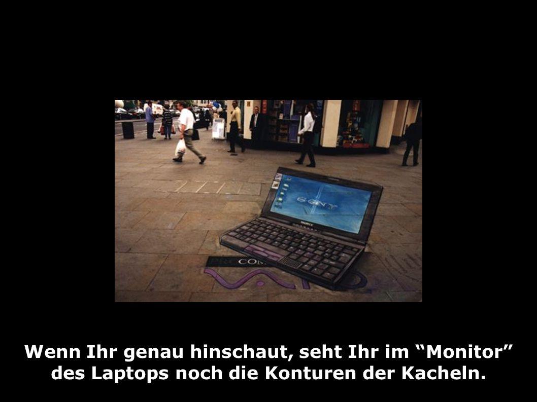 Wenn Ihr genau hinschaut, seht Ihr im Monitor des Laptops noch die Konturen der Kacheln.