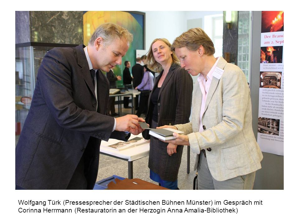 Wolfgang Türk (Pressesprecher der Städtischen Bühnen Münster) im Gespräch mit Corinna Herrmann (Restauratorin an der Herzogin Anna Amalia-Bibliothek)