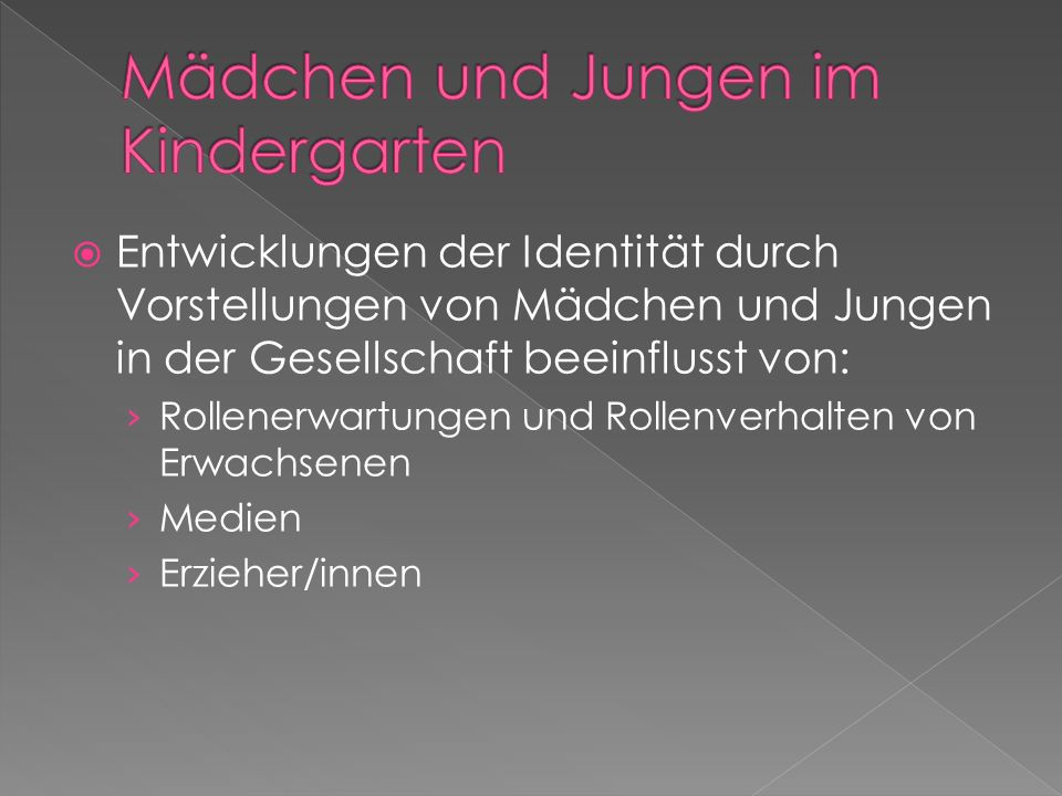Mädchen und Jungen im Kindergarten