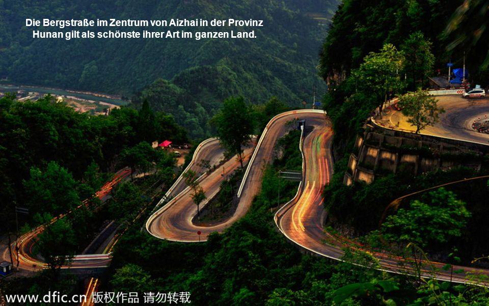 Die Bergstraße im Zentrum von Aizhai in der Provinz Hunan gilt als schönste ihrer Art im ganzen Land.