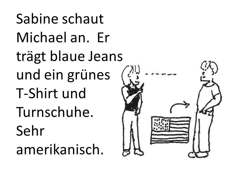 Sabine schaut Michael an. Er trägt blaue Jeans und ein grünes