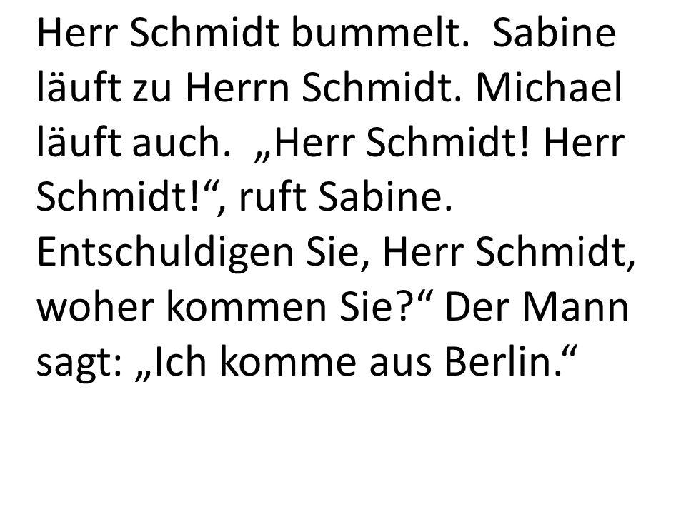 Herr Schmidt bummelt. Sabine läuft zu Herrn Schmidt.