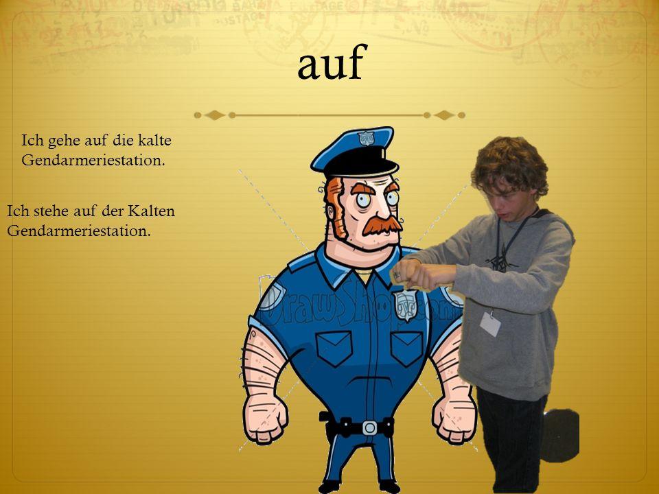 auf Ich gehe auf die kalte Gendarmeriestation.