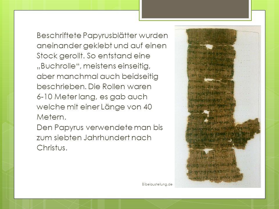 Beschriftete Papyrusblätter wurden aneinander geklebt und auf einen