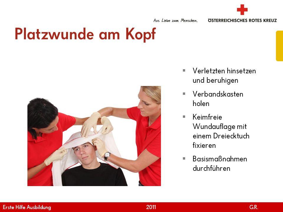 Platzwunde am Kopf Verletzten hinsetzen und beruhigen