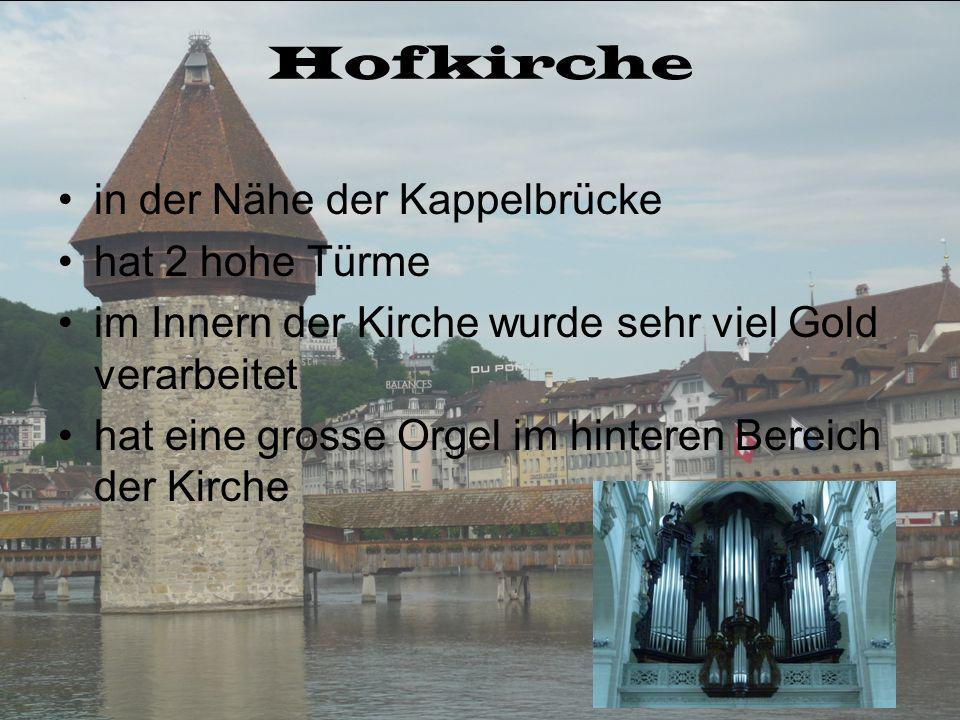 Hofkirche in der Nähe der Kappelbrücke hat 2 hohe Türme