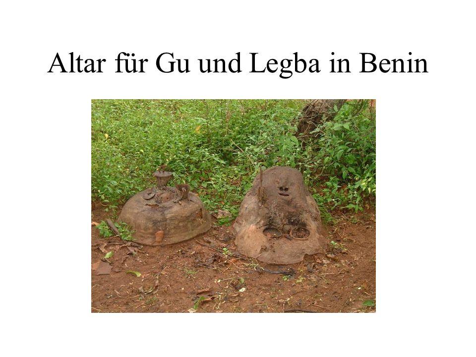 Altar für Gu und Legba in Benin