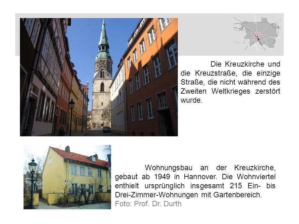 Die Kreuzkirche und die Kreuzstraße, die einzige Straße, die nicht während des Zweiten Weltkrieges zerstört wurde.