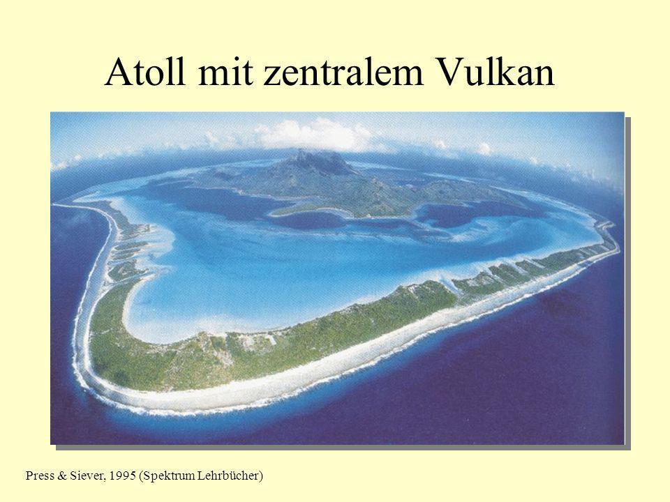 Atoll mit zentralem Vulkan
